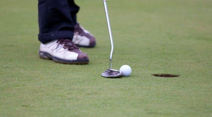 Uuesti ilmuma hakkanud golfiajakiri viis ansambli Vennaskond golfi mängima