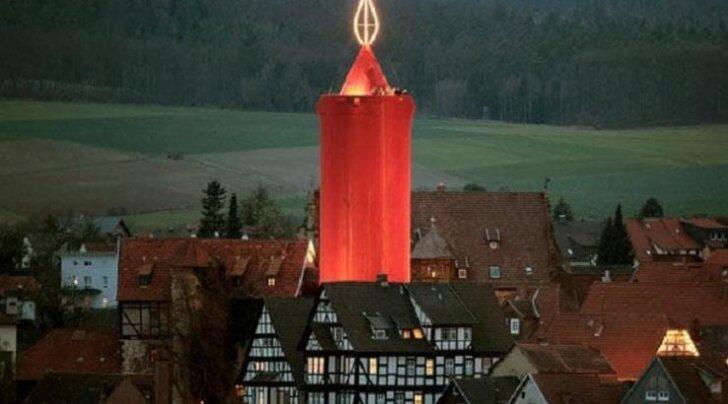 В Германии зажгли самую большую в мире рождественскую свечу