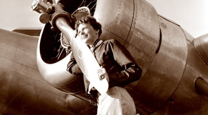 Amelia Earhart ümbermaa-ilmalennuks kohandatud lennukiga Lockheed Electra