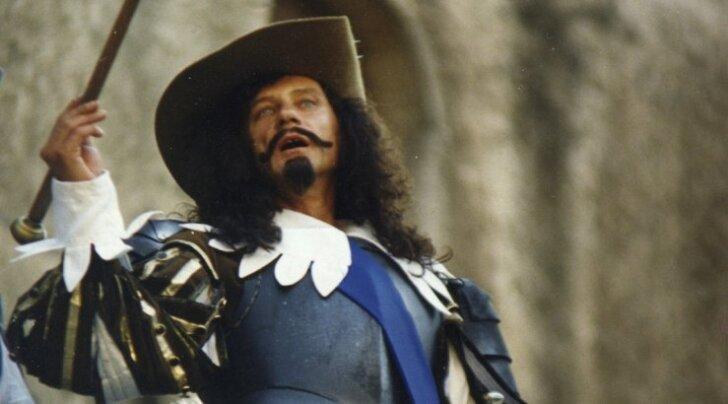 """Ma pole tegelikult üldse edev, aga see pilt mulle tohutult meeldib, ütleb Raivo Trass selle """"Kolme musketäri"""" etendusest püütud hetke kohta."""