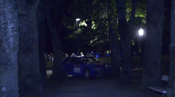 VIDEO: Vaata, kuidas soome rallipaar Kuressaare lossiaia puruks sõitis
