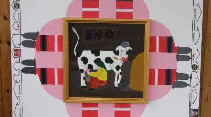 """Pilt ühest näitusetööst: """"Lehmalüps Niidi talus"""" Kaarel Niit (16), Kertu Lehtsaar (16), Emmaste põhikool, Hiiumaa, juhendaja Eila Tõnisson"""