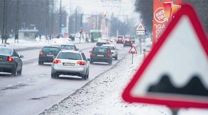 Tallinna tänavaaukude eest hoiatab 2000 liiklusmärki
