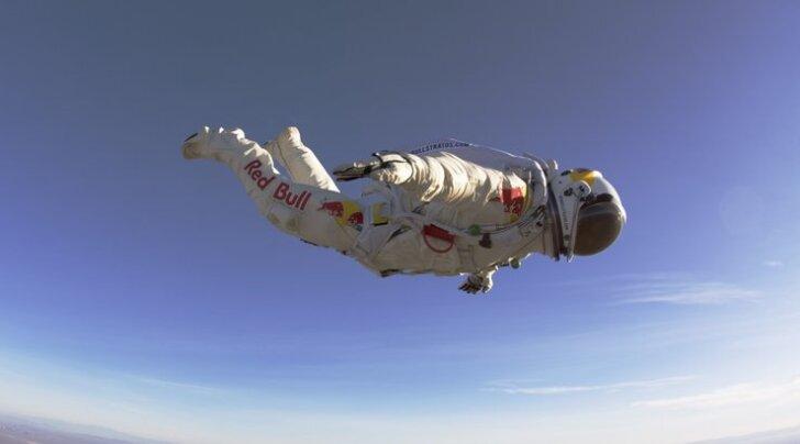 FOTOD: Langevarjuhüpe 22 kilomeetri kõrguselt (ja see on alles test!)