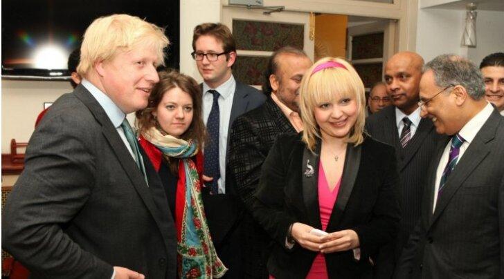 VÄRSKED FOTOD: Seksikas minikleidis Galojan liigub Londoni linnapea seltsis!