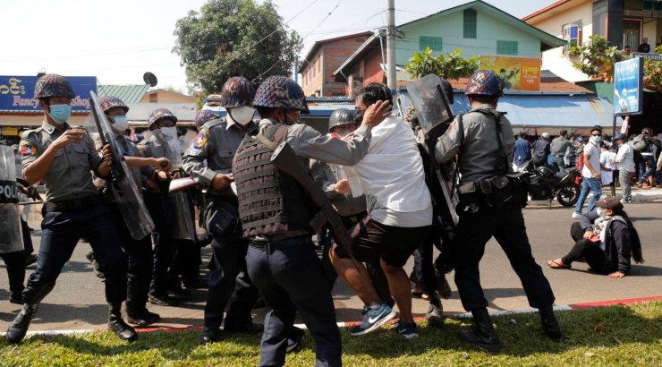 VIDEO | Lasud ja kähmlused: Myanmari rahutused ei näita avalike kogunemiste keelu kiuste vaibumise märke.