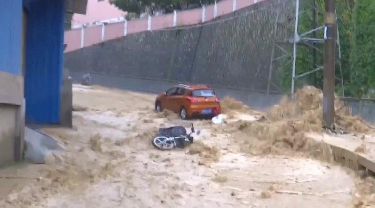 VIDEO   Tugeva vihma tõttu on Lõuna-Hiinas tuhanded koduta, hukkunud on viis inimest