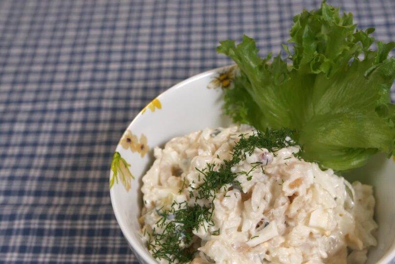 Suitsukalasalat riisiga