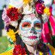 Lahkunute mälestuseks: surnute hingede austamise värvikad kombed laiast maailmast