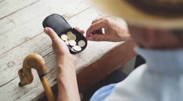Самый богатый пенсионер получает 19 000 евро ( )