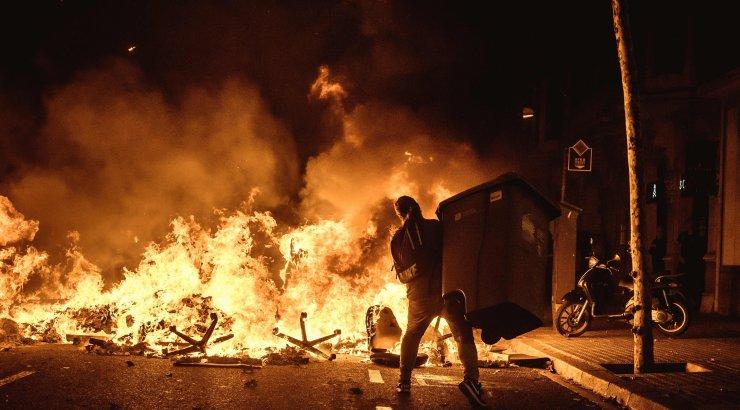 Kataloonias toimusid teist ööd vägivaldsed rahutused, Hispaania valitsus lubas kindlameelset vastust