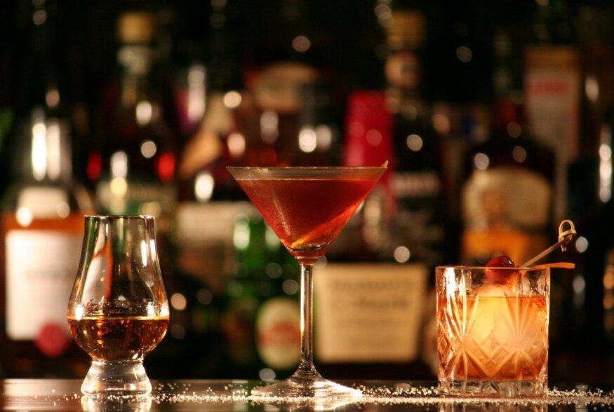 JOOGILEKSIKON | Kuidas valmistatakse ja juuakse piraatide põhilist napsu rummi?