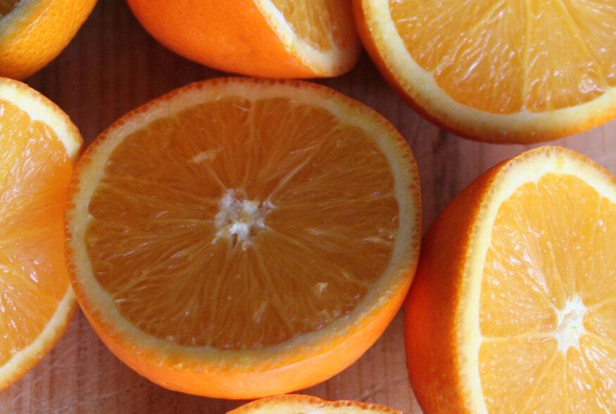 ÄRA MÄSSA TÜHJA! Apelsini koorimine on võimalik lausa ühe noalõikega