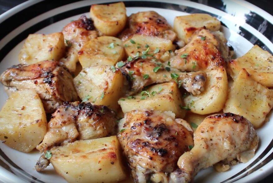KIIRE ÕHTUSÖÖGI SOOVITUS: Kreekapärane sidruniga kana-kartuli ahjuroog