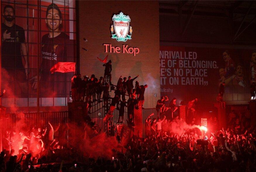 Fännid rõõmustavad. Liverpool on taas parim klubi Inglismaal.