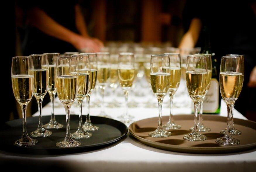 Aastavahetuse alkoholitarbimise ABC | Kuidas tarbida alkoholi täna nii, et homne päev oleks samuti päev