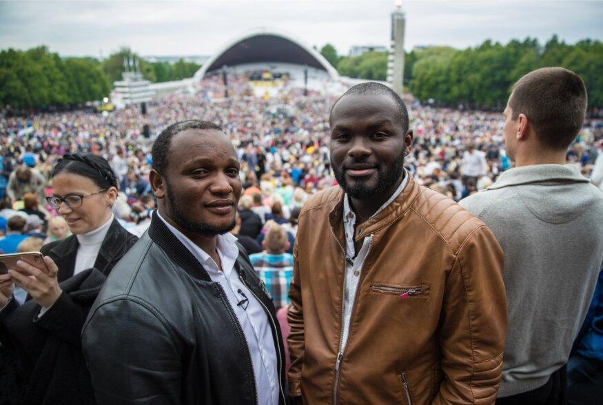 Kamerunlased laulupeol