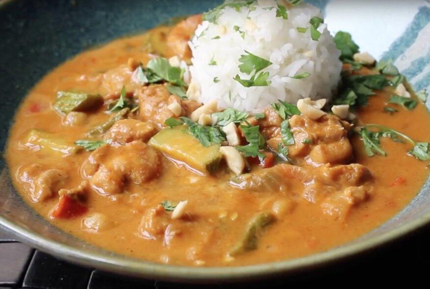 KIIRE ÕHTUSÖÖGI SOOVITUS: Aasiapärane maapähkliga kanakarri valge riisiga
