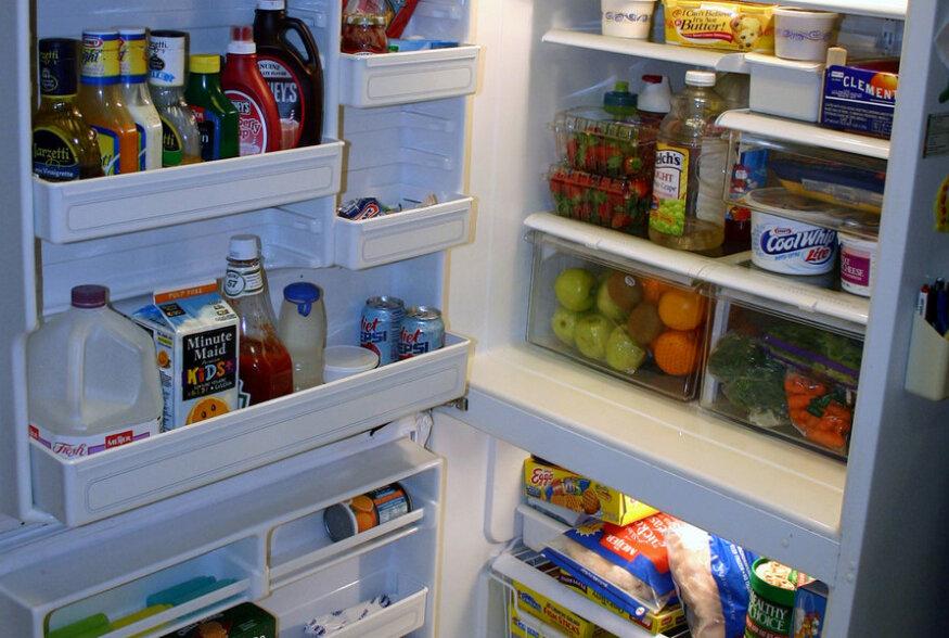 """SUUR ÜLEVAADE: """"Parim enne"""" möödas? Vaata, kui kaua säilivad igapäevaselt kasutusel olevad toiduained külmkapis avatuna tegelikult"""