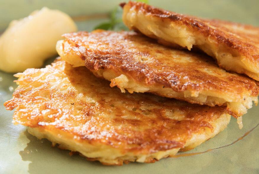 HANNUKA TOITE | Latked ehk õlis küpsetatud kartulipannkoogid