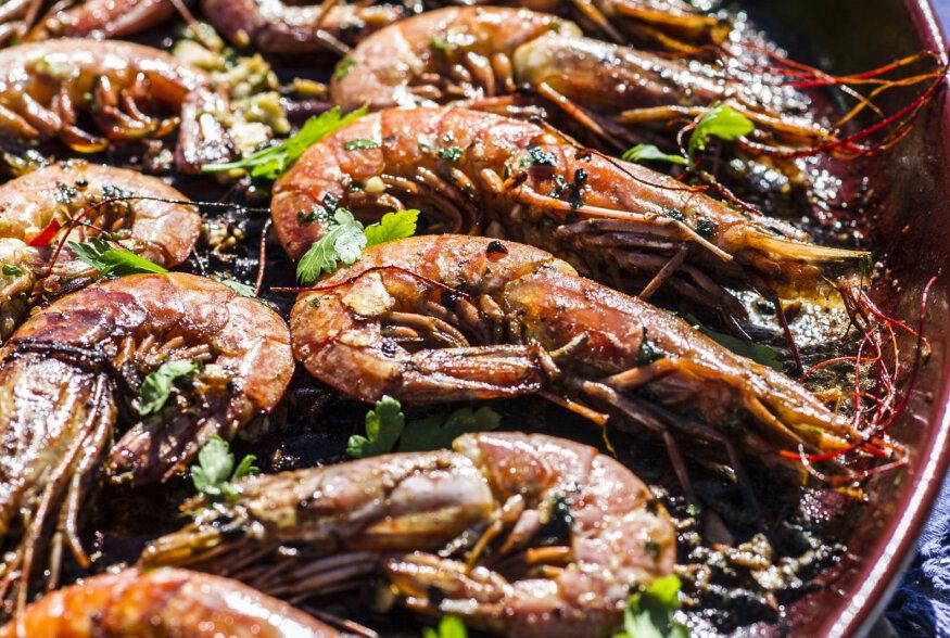 Särisevat jaani! | Vahemerelised grillitud hiidkrevetid saviplaadil