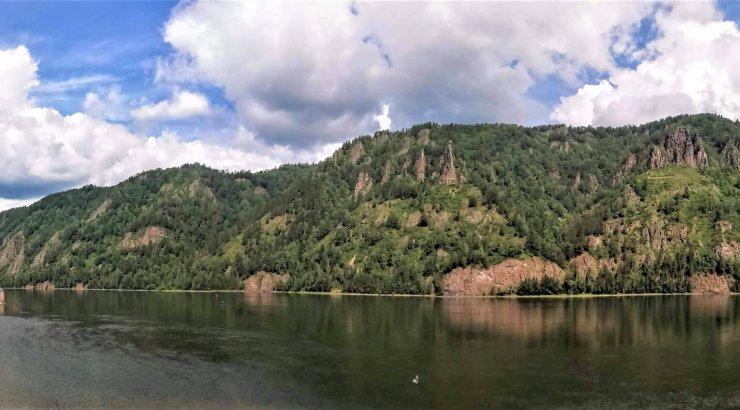 MAALEHT SIBERIS   Reisijuttude lõpetuseks kümmekond lummavat ja mällusööbivat panoraamfotot Jenissei kallastelt