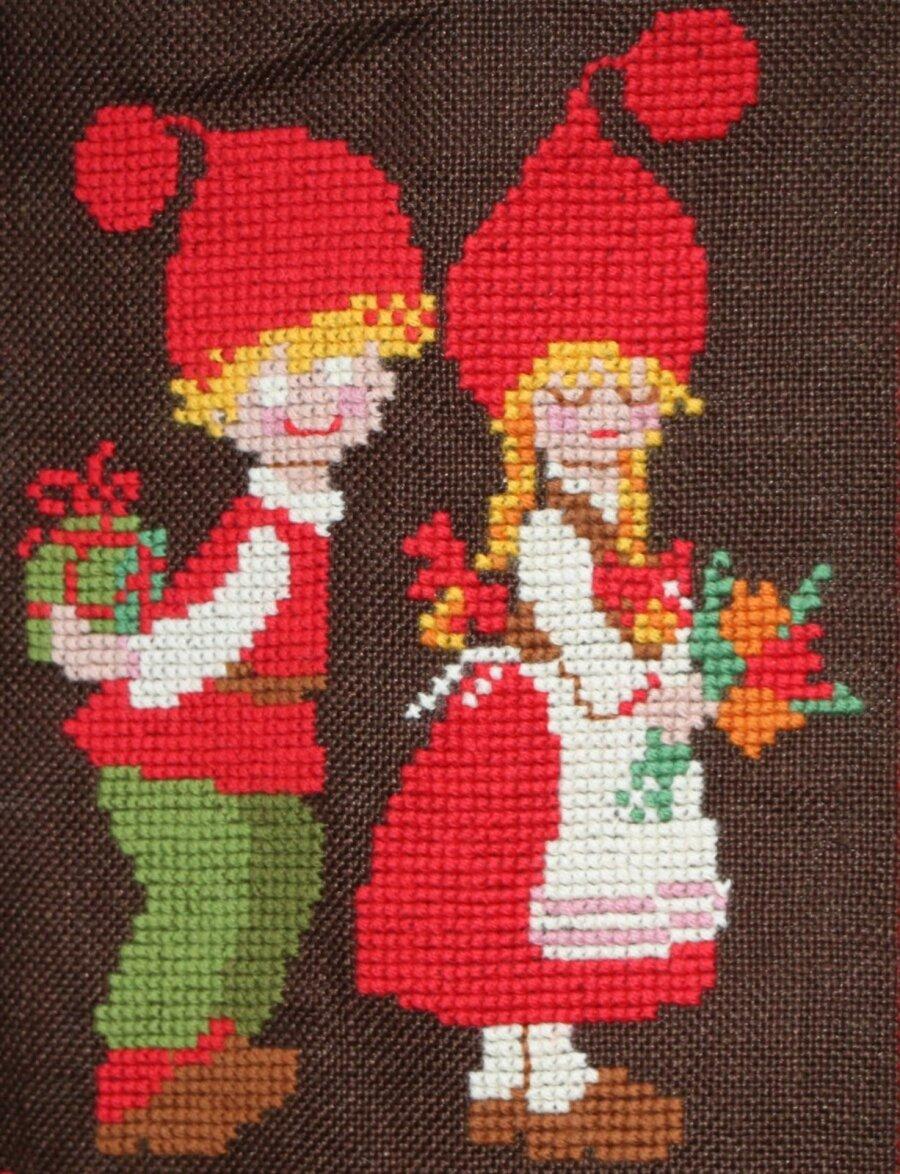 71e3592245d Jõulumeeleolus tikand sobib kaunistama nii kingikotti kui linikut.