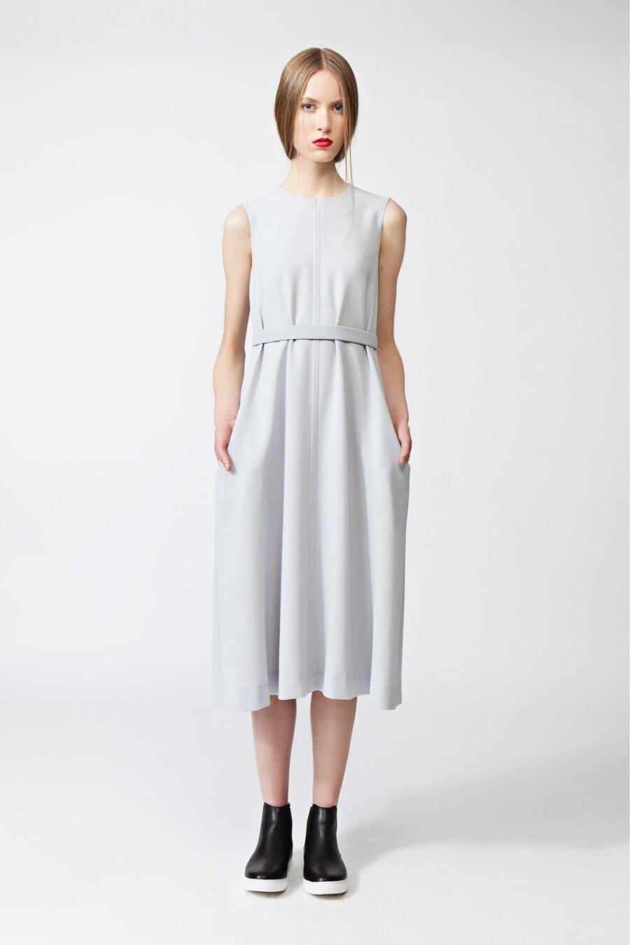 81de3cf0e2a Piret Ilvese helehalli peenvillakrepist kleiti on kevadel ja suvel mõnusalt  helge kanda nii tööl kui ka