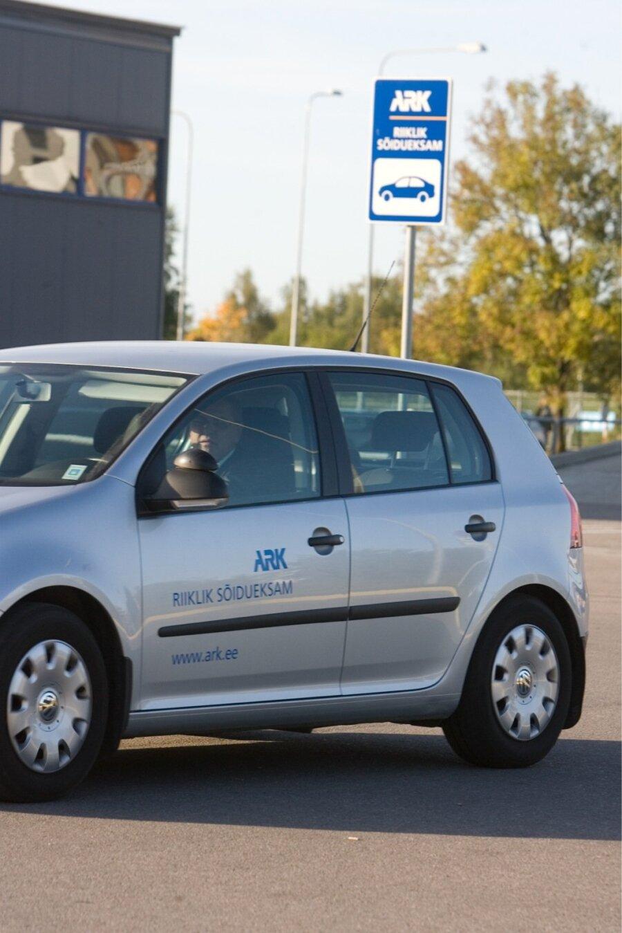 426800a8ac3 Autokoolide juhid selgitavad: eksamisooritajate suurim mure on pikad ...