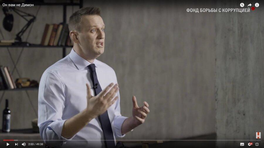 Преподавателя СФУ сократили зафильм Навального