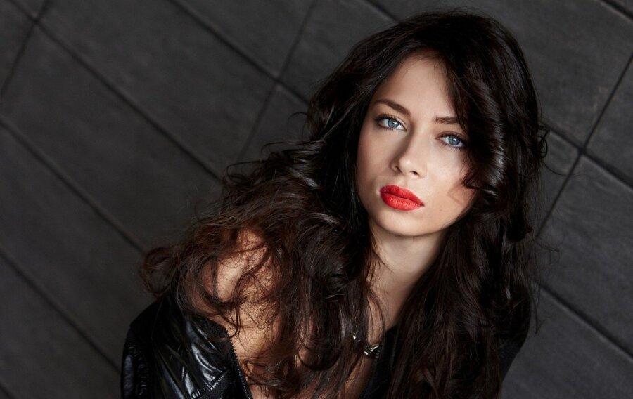 Артистка Настасья Самбурская выходит замуж