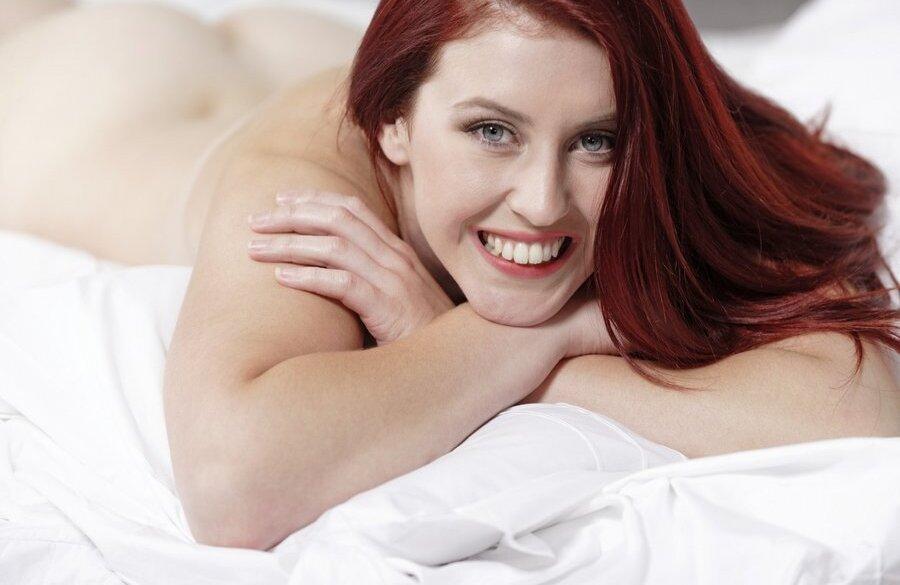 seksikäs nainen alasti raakel liekki porno