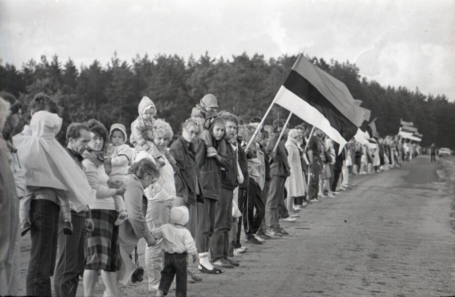 489fddeccfe NELJA AASTAGA ISESEISVAKS: 1989 – kodanike komiteed, Balti kett ja ...