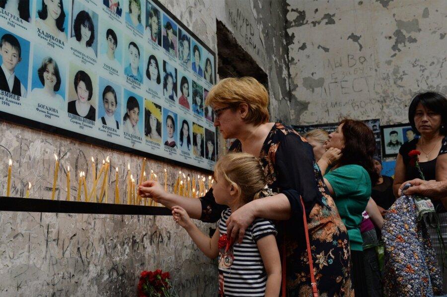 5 женщин, родственники которых погибли вБеслане, выступили против В. Путина