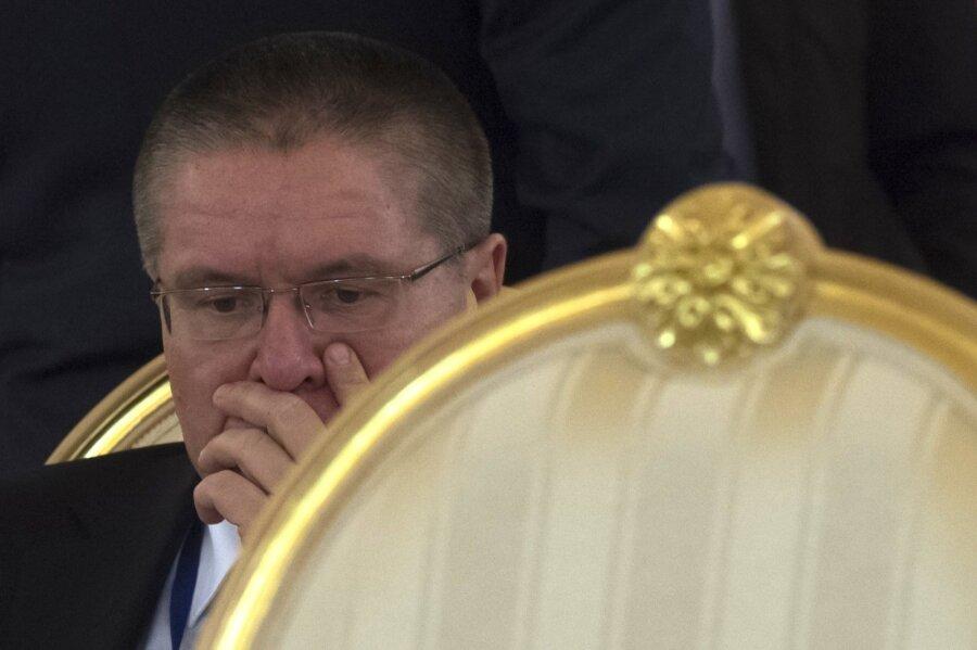 Путин освободил Улюкаева отпоста управляющего от РФ вЕБРР