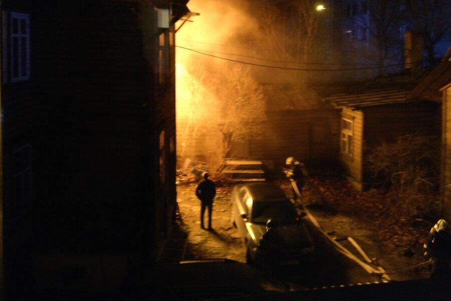 FOTOD ja VIDEO   Kadriorus süttis puumaja, hukkus kaks inimest, haiglasse viidi veel neli