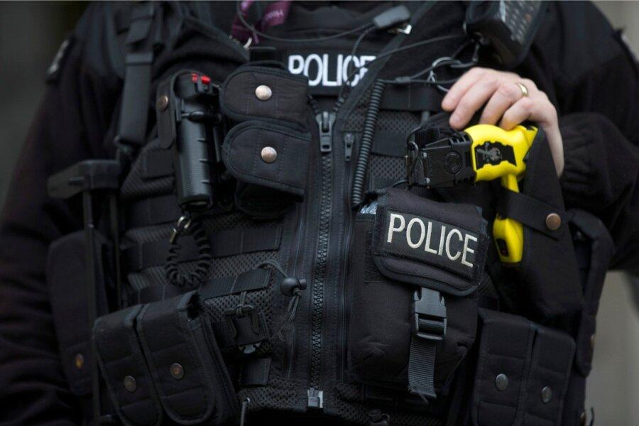 Экс-игрок «Манчестер Сити» скончался после использования полицейскими электрошокера
