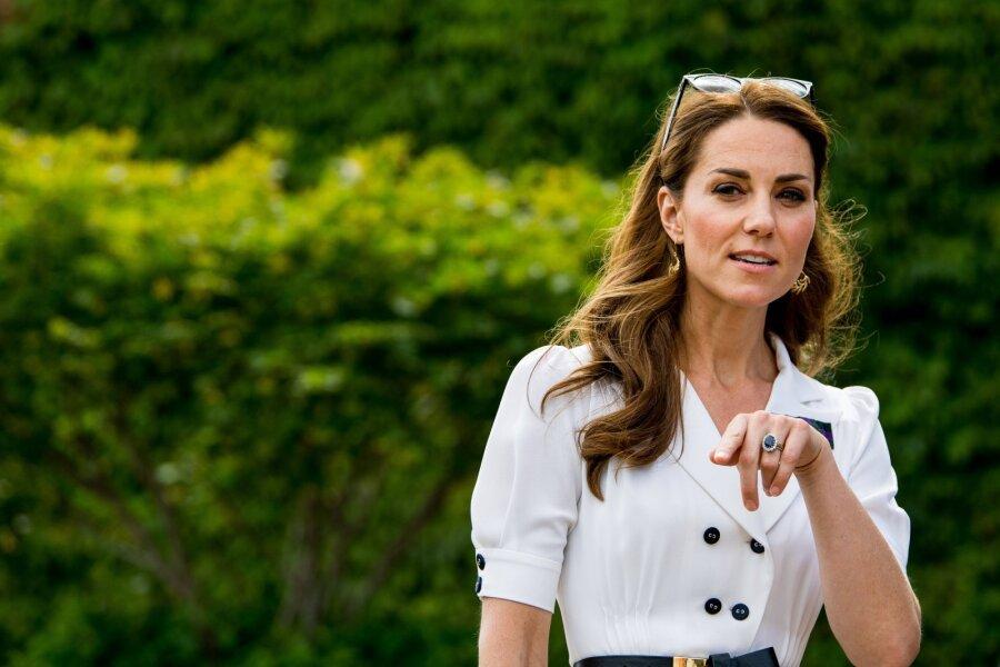 Елизавета II годами избегала Кейт Миддлтон