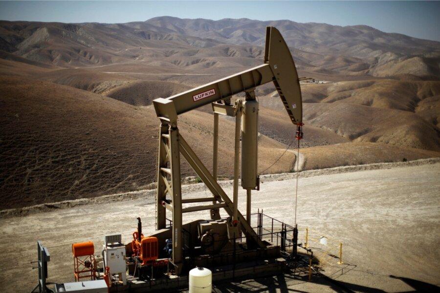 Международные специалисты прогнозируют падение добычи нефти в РФ