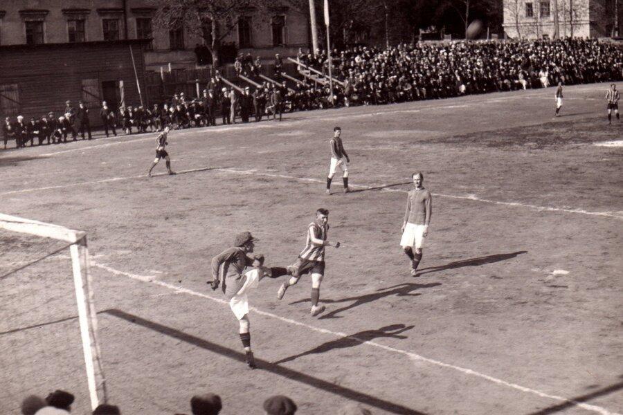 Jalgpallimäng Kalevi aia staadionil