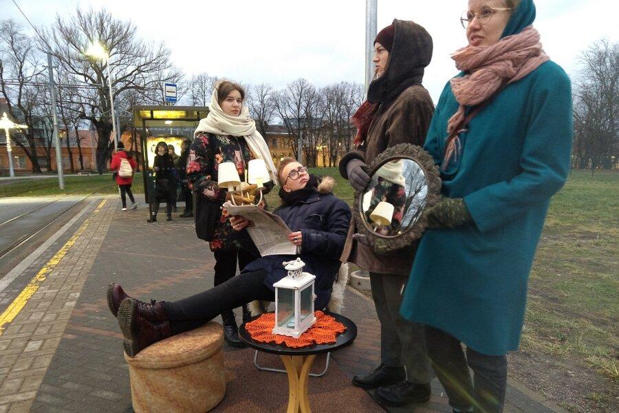 ФОТО И ВИДЕО | Смотрите, что устроили студенты на трамвайных остановках в Таллинне