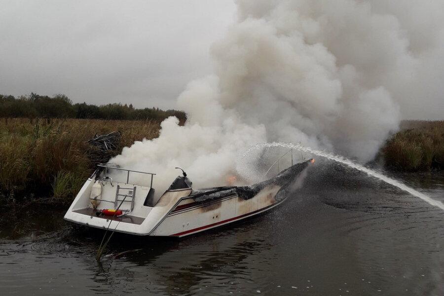 VIDEO ja FOTOD | Võhandu jõel süttis matkapliidist kaater, alus hävis tules täielikult