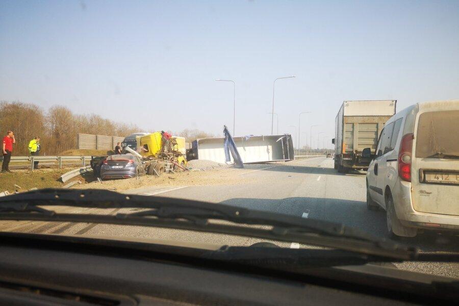 VIDEO ja FOTOD | Tallinna–Tartu maanteel põrkasid kokku sõidu- ja veoauto, imekombel ei saanud keegi vigastada