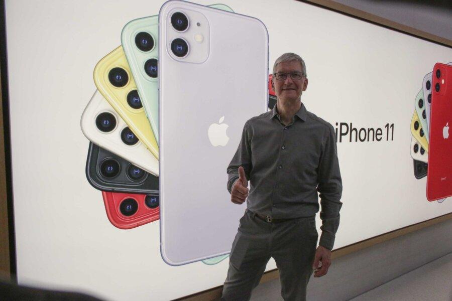 Cтарт продаж новых iPhone впервые обошелся без больших очередей