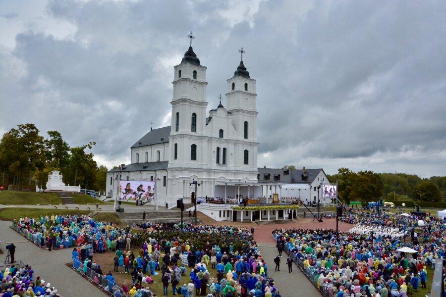 8054de71615 Paavst Lätis   Algul tühjad tänavad Riias, siis tohutu rahvahulk Aglonas