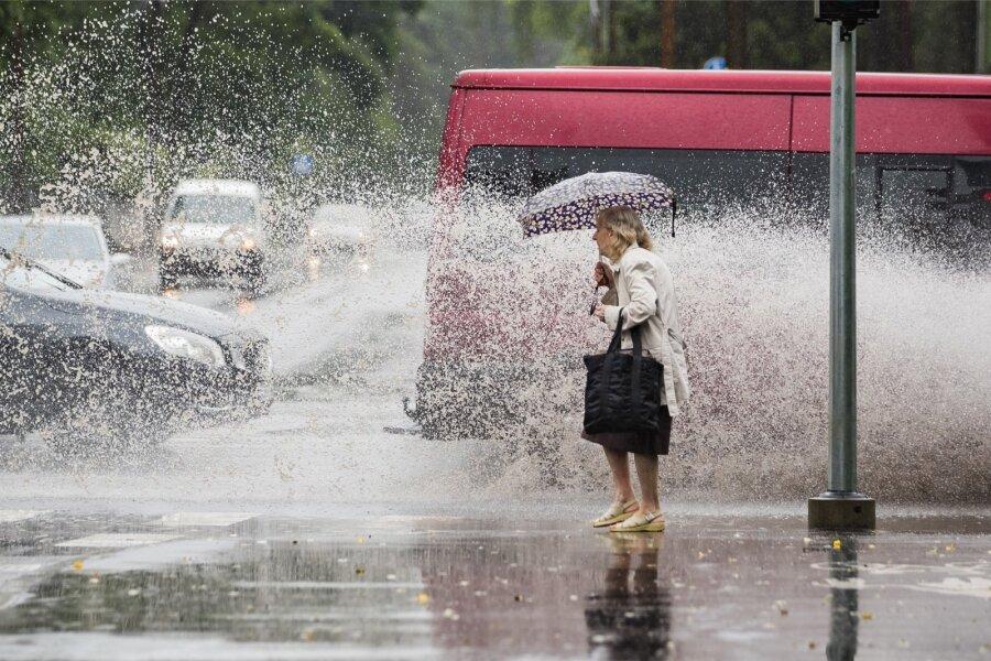 VIDEO ja FOTOD   Vaata, kui lõbus on vihmase ilmaga kergliiklejatel