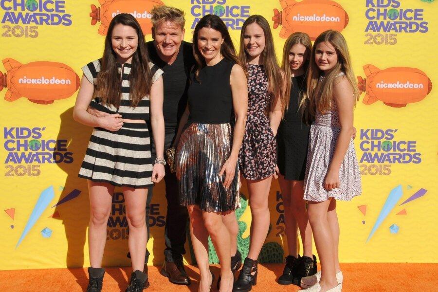 Ramsay oma naise ja nelja tütrega.