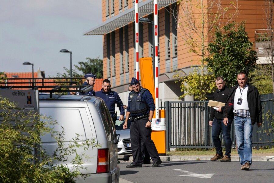 ВБрюсселе неизвестный ранил ножом 2-х полицейских