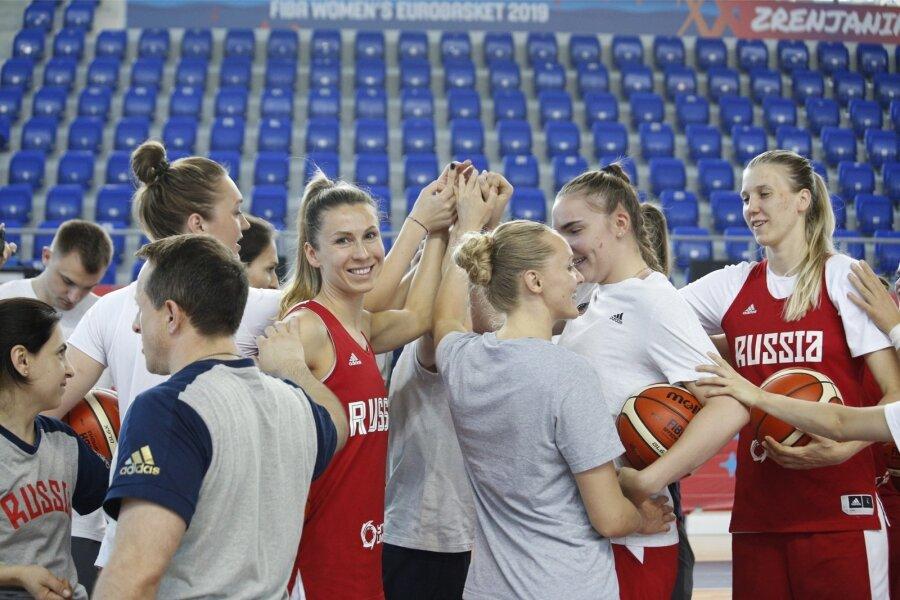 РФ вновь проиграла наженскомЧЕ побаскетболу