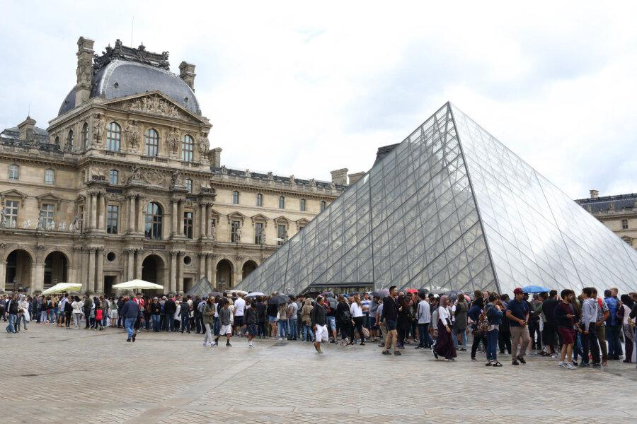 Louvre kunstimuuseum Pariisis